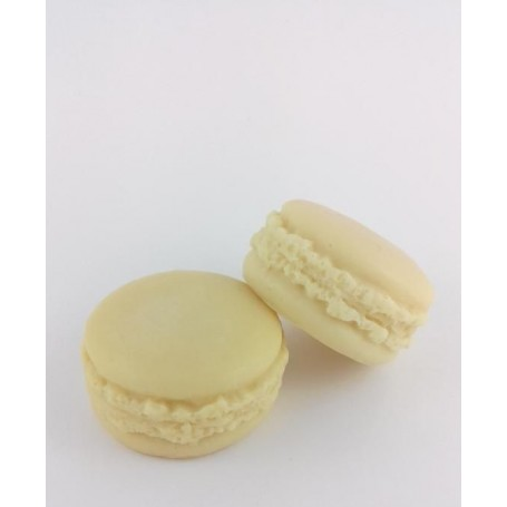 Pies, candies and cupcakes Macaron savon, Concombre made by Autour du Bain