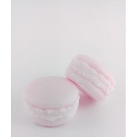 Macaron savon, Lychée from Autour du Bain in Paris