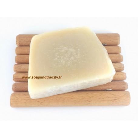 Tranche savon à froid surgras, Miel-Amande Savonissime à Paris chez Soap and the City, savons, bougies, parfums, encens et pe...