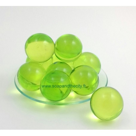 Perle de bain, parfum Pomme from Savons et Bougies in Paris @ Soap and the City, soaps, candles, incens, perfumes and teddies