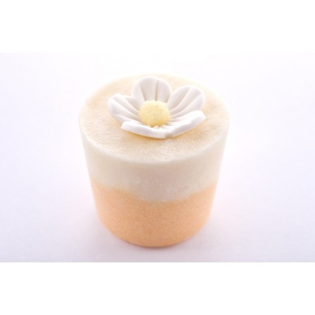 Cupcakes and bath melters Frangipani, Bath Muffin made by Autour du Bain