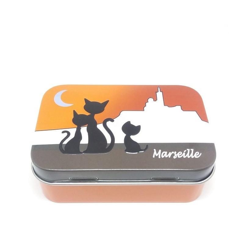 Boîte métal, Chat à Marseille