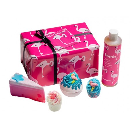 Coffret cadeau Flamingo Rose La Boutique à Paris chez Soap and the City, savons, bougies, parfums, encens et peluches