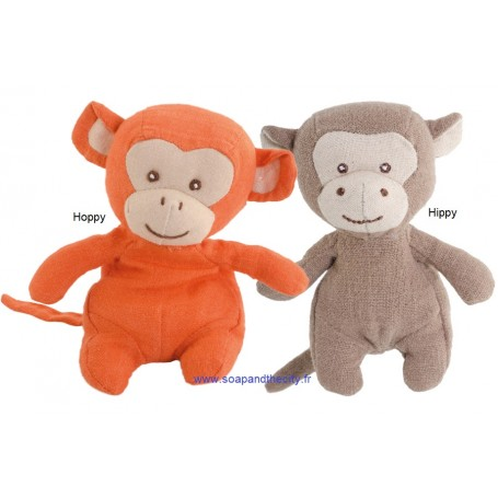 Peluche Singe en lin, baby Hoppy Bukowski à Paris chez Soap and the City, savons, bougies, parfums, encens et peluches