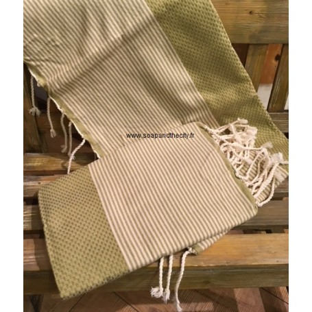 Fouta 100 x 200 cm - vert olive La Boutique à Paris chez Soap and the City, savons, bougies, parfums, encens et peluches