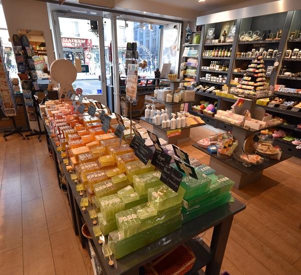 Boutique de savons naturels, bougies végétales et peluches